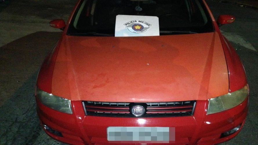 Homem é preso com carro roubado em Ferraz e alega ter encontrado veículo com chave no contato