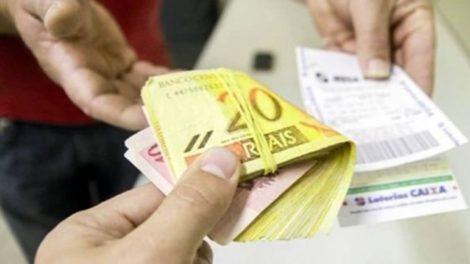 Homem cai em golpe do bilhete premiado e perde mais de R$ 2 mil