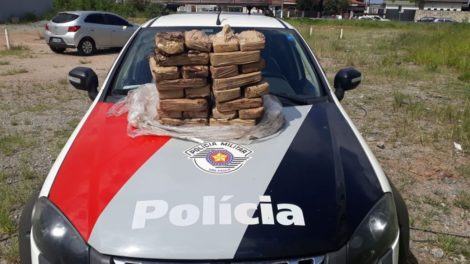 Homem é preso com 36 tabletes de crack e dinheiro em carro após perseguição em Itaquaquecetuba