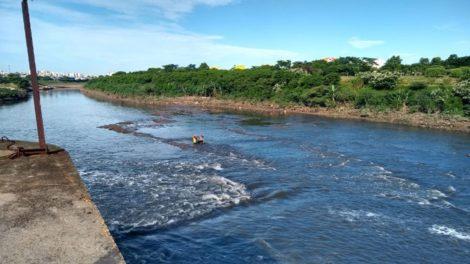 Bombeiros encontram corpo de bancário de Itaquaquecetuba desaparecido ao cair no Rio Tietê em SP