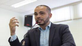 Armando Neto entra com pedido de impeachment do prefeito Mamoru Nakashima