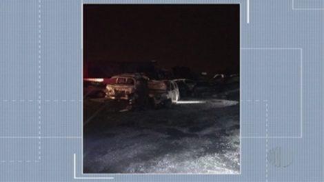 Incêndio causa prejuízos em pátio de veículo em Itaquaquecetuba