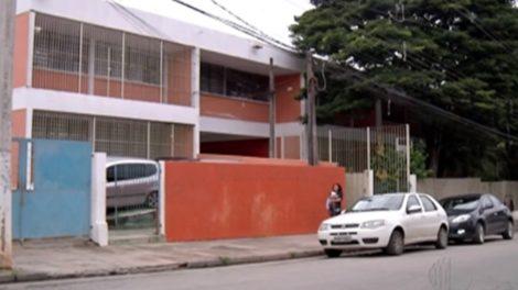 Alunos reclamam de escola de Itaquaquecetuba