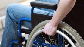 Grupo de deficientes físicos se une em protesto à falta de acessibilidade de Itaquaquecetuba