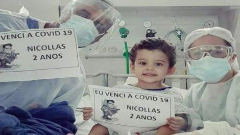 Menino de 2 anos diagnosticado com Covid-19 se recupera e tem alta após 13 dias internado