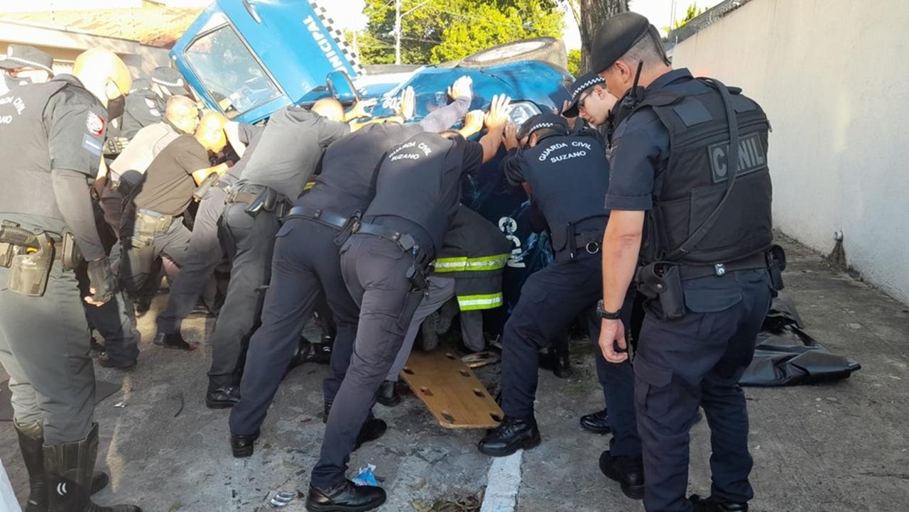 Guarda municipal de Suzano é internado em UTI após viatura capotar — Foto: Guarda Civil Municipal de Suzano/Divulgação